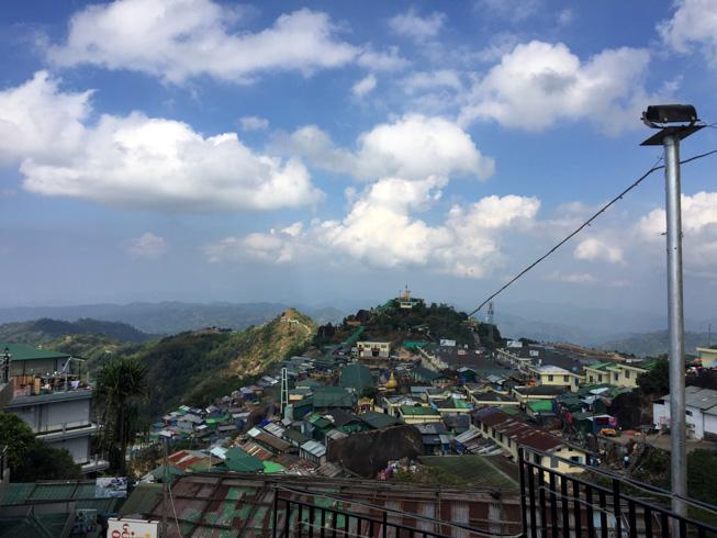 La cima del monte Kyaktiyo no está compuesta por una simplemente una pagoda, sino un enorme complejo