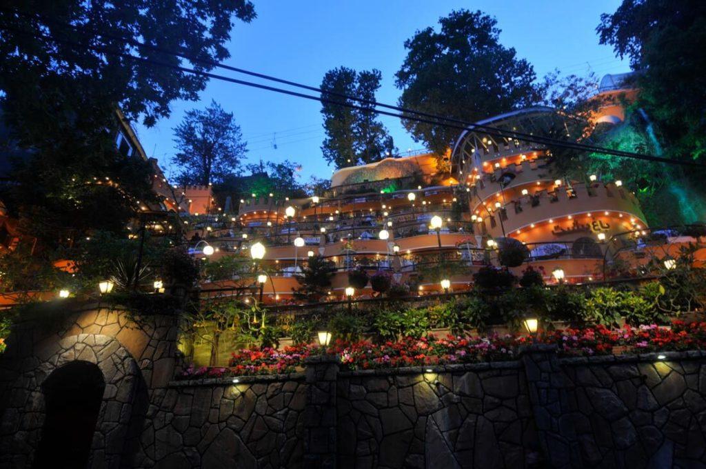 Darband cafés & restaurants at night