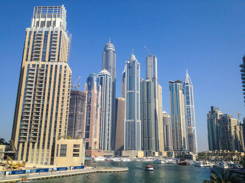 how to travel to dubai on a budget