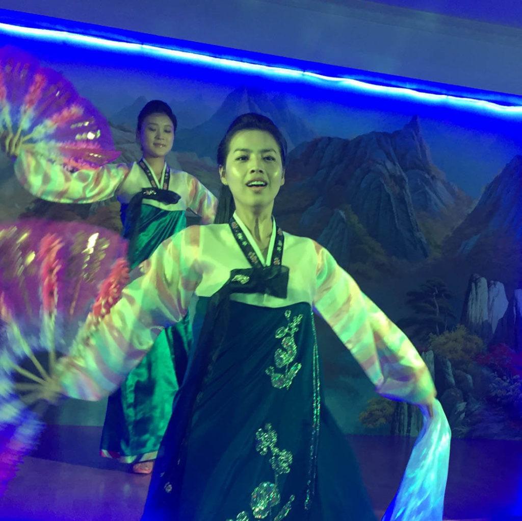 The performance of the North Korean restaurant in Dubai