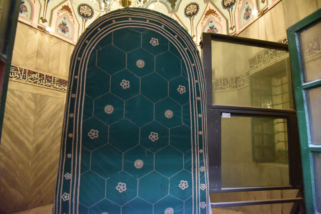 Abraham's tomb - bulletproof window