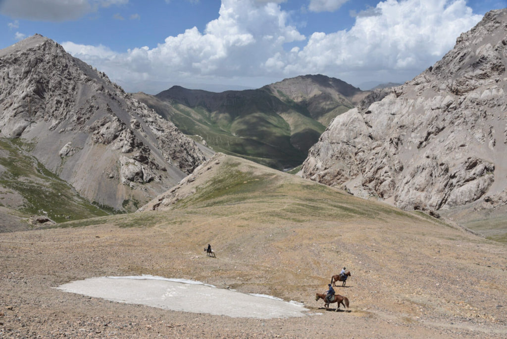 horse trekking kyrgyzstan