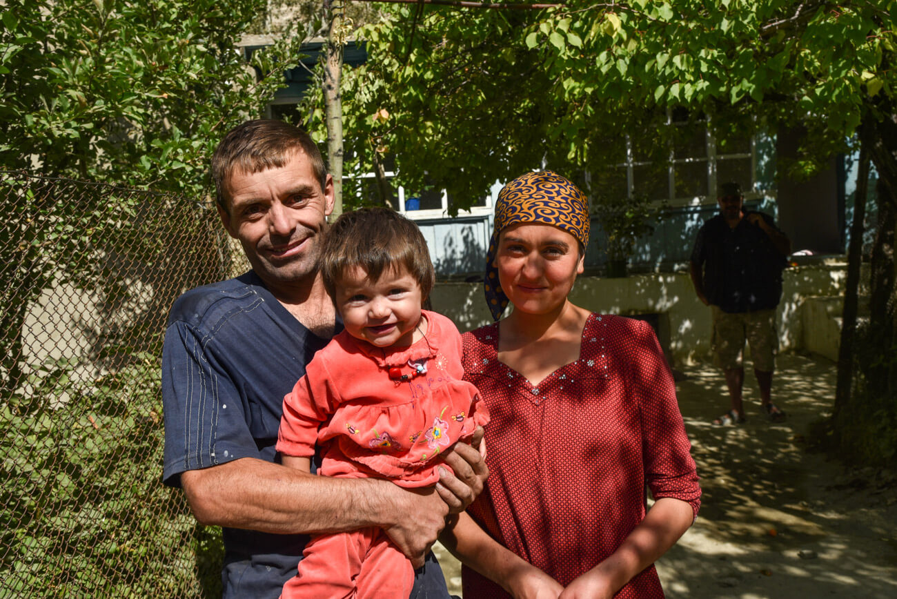 A guide for traveling Tajikistan (Tips + 3-week itinerary) people wakhan valley