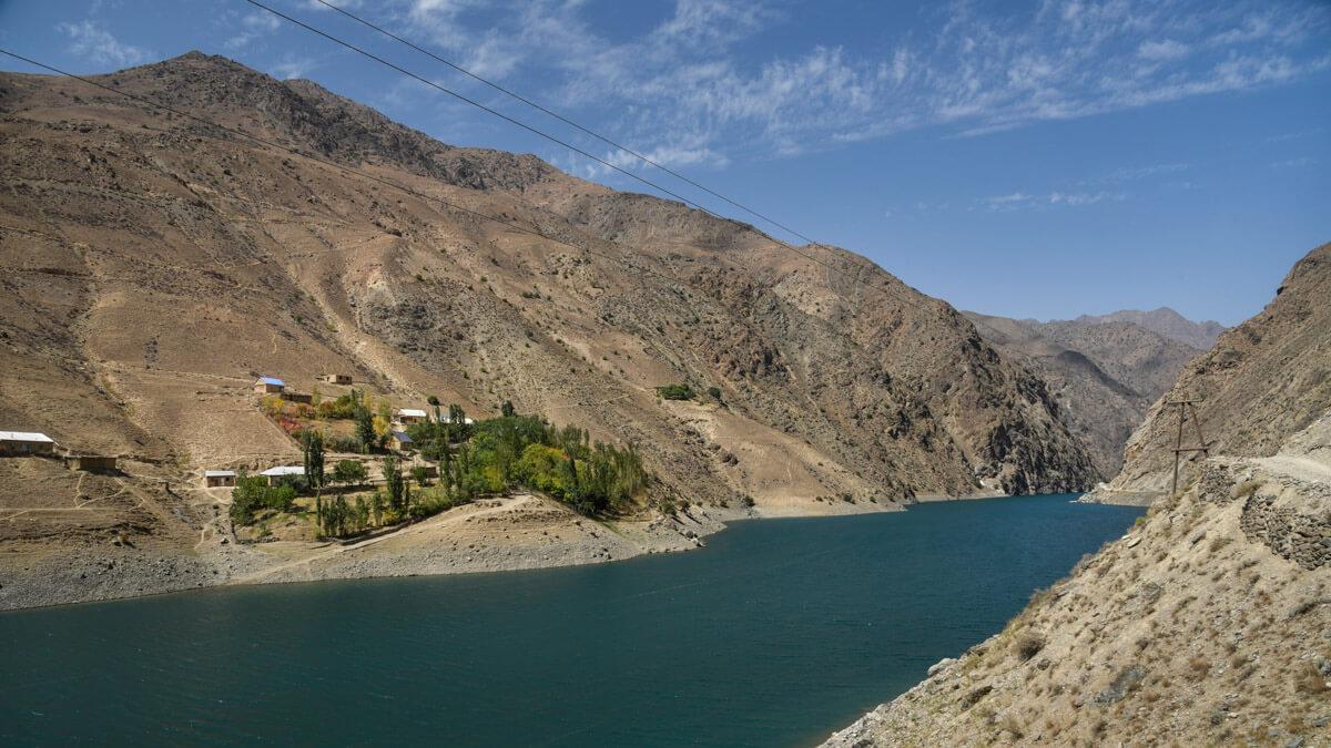 A guide for traveling Tajikistan (Tips + 3-week itinerary) fann mountains tajikistan