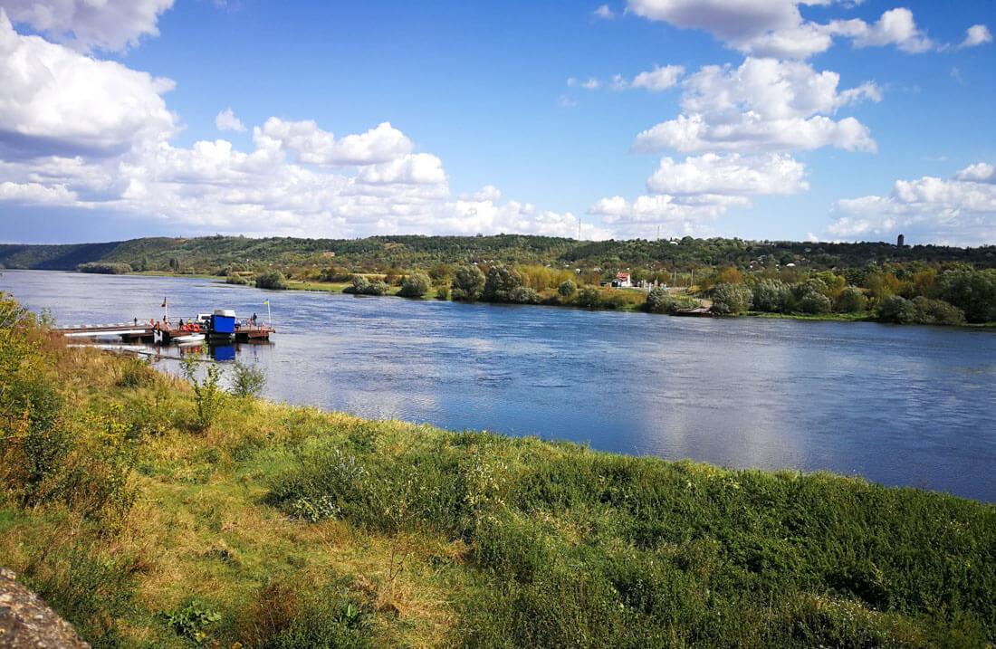 Ukraine Moldova border crossing